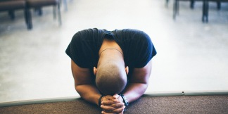 black-man-praying-1