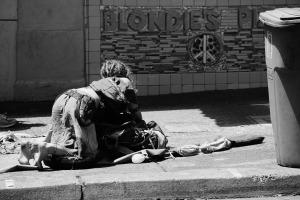 homeless-986420_1920